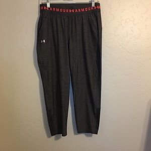 NWOT Womens Under Armour workout pants. Size Small
